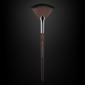 Powder Fan Brush - Medium